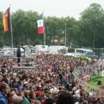 Das Göttinger Jahnstadion mit voll besetzter Tribüne