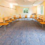 Seminarraum der SEMINAR VILLA in Göttingen mit Stuhlkreis möbliert