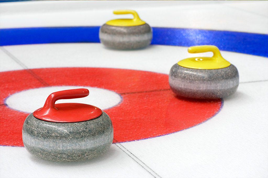 Indoor-Curling - Rahmenprogrammangebot für Tagungen in den FREIgeist Hotels in Einbeck und Northeim und im BurgHotel Nörten-Hardenberg